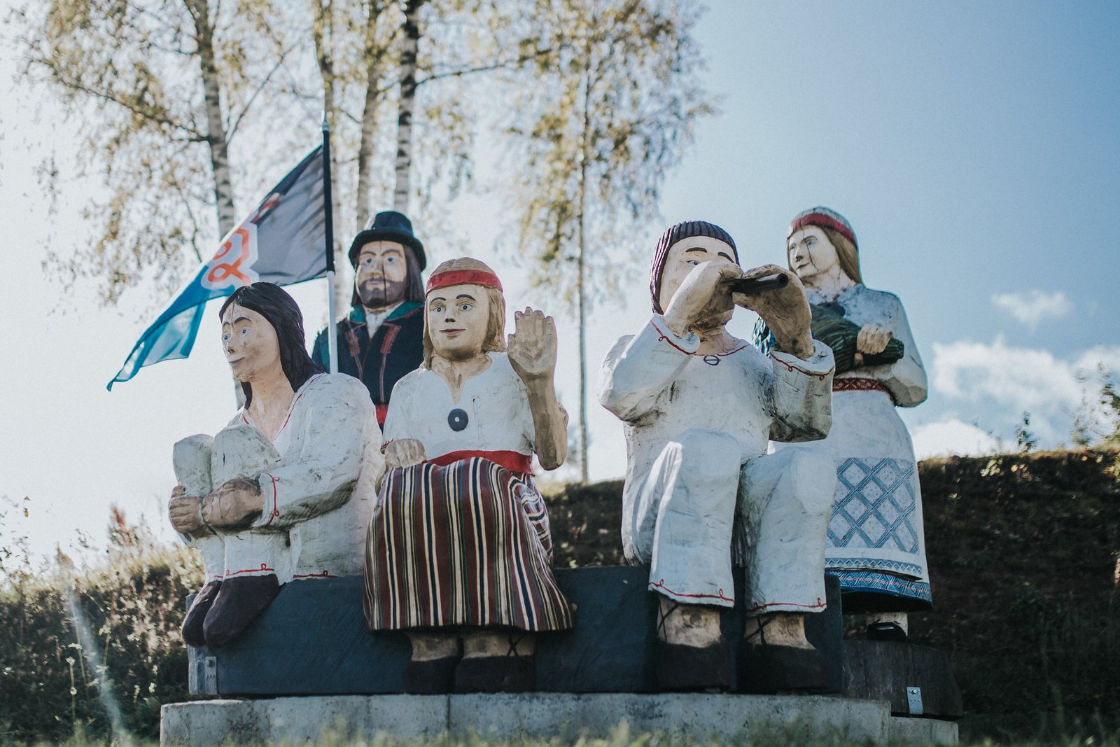 Why do Estonians do everything together?